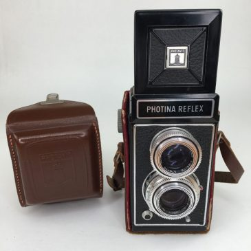 Photina Reflex TLR camera with case