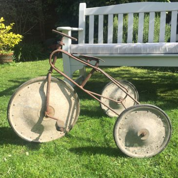 Art Deco - or earlier - child's tricycle with solid wheels