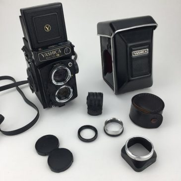 Yashica Mat 124G with case, close up lenses and manual